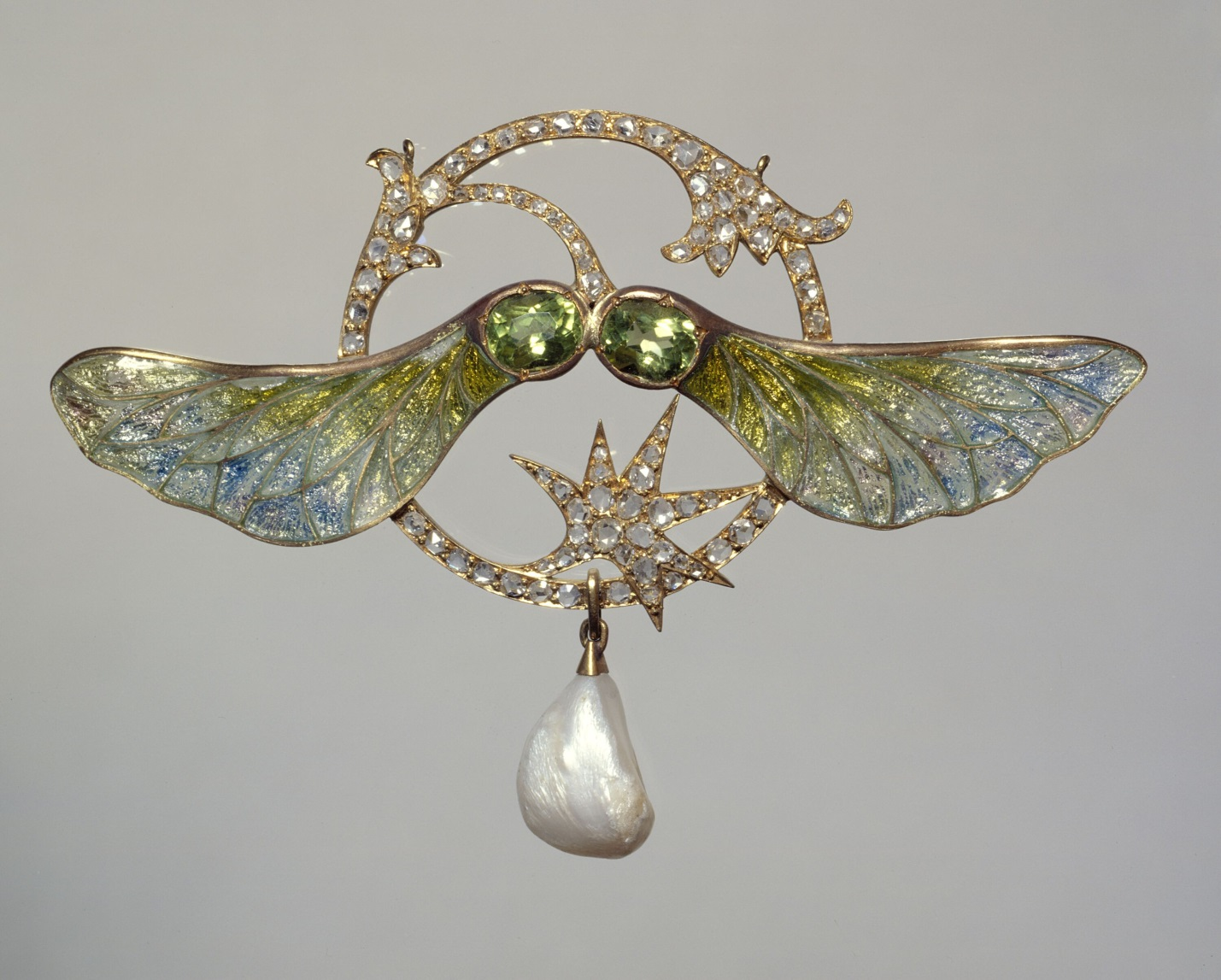 Georges Fouquet, 1862 to 1957, jeweler. Pendant Sycomore, circa 1905 to 1910. Gold pendant with enamel, gold, and pearl.